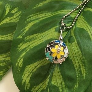 Jewelry - Hollow Flower Hope Necklace Essential Oil & Music